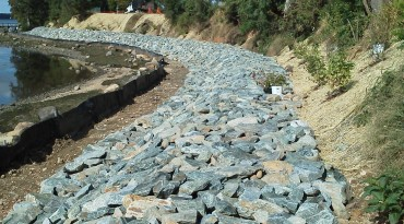 Shoreline Erosion Control<br />&#038; Maintenance